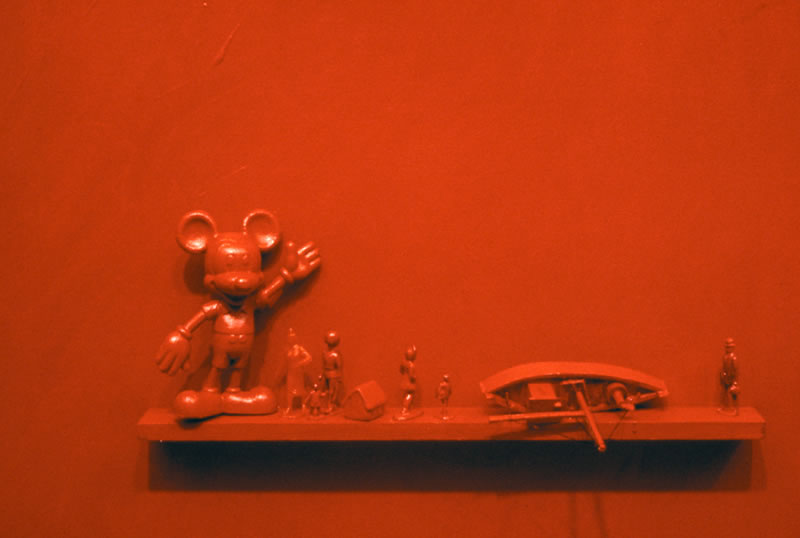 Red with mickey mouse 92 %28detail%29